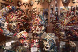 витрина с Карнавални маски