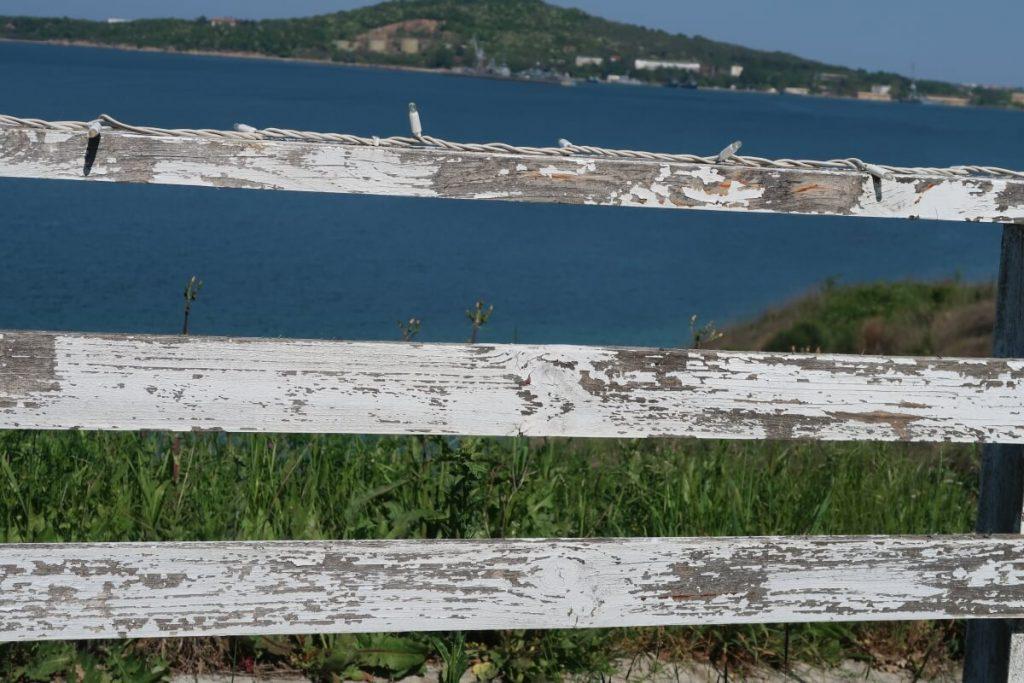 море, ограда