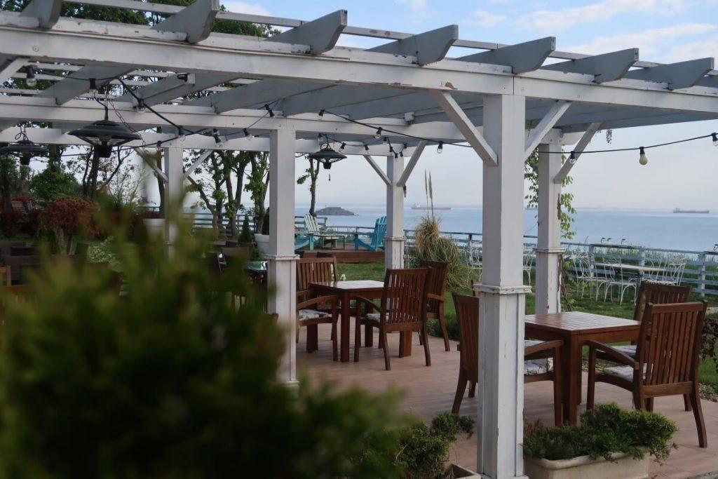 море, маси, ресторант St. Anastasia
