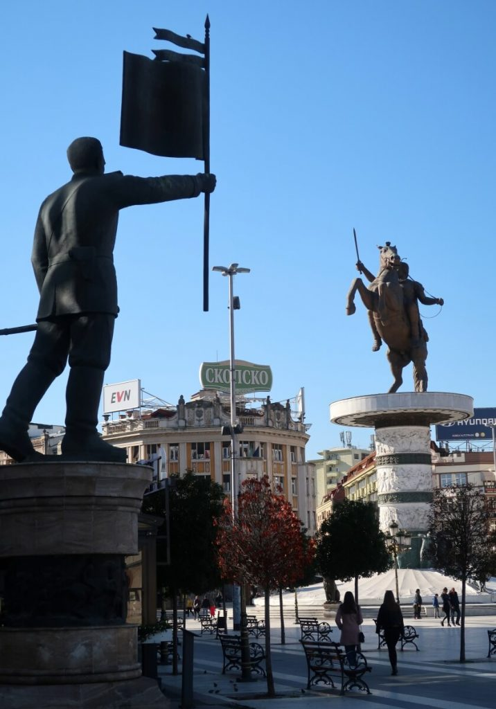 площад Македония, паметници, Скопие